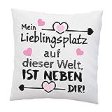 Liebes Kissen mit Spruch - Mein Lieblingsplatz auf Dieser Welt, ist neben dir - Liebe - Schatz - Beziehung - Geschenk Valentinstag - Deko Kissen - weiß 40cm x 40cm